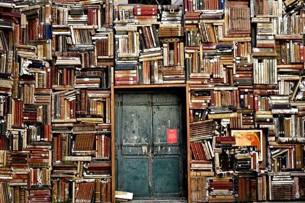 Fotos con montañas de libros